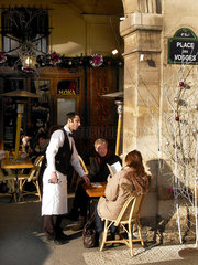 Cafe unter den Arkaden am Place des Vosges