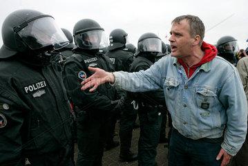 Demonstration gegen G8-Gipfel: Bittere Vorwuerfe gegen die Polizei