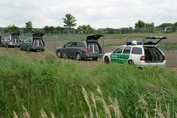 Genfood: Testfeld der Bundesanstalt fuer Zuechtungsforschung  bewacht von der Polizei