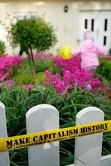 G8-Protest Weltwirtschaftsgipfel: Spruchband an Gartenzaun