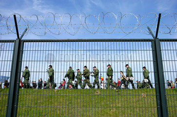 Zaunspaziergang: Demonstration gegen G8-Gipfel