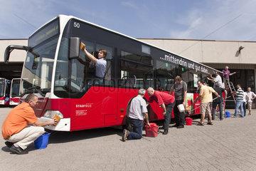 Autobus wird gewaschen