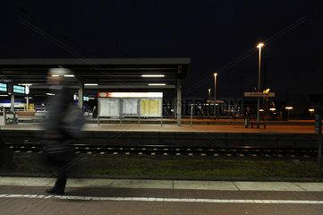 Bahnsteig bei Nacht