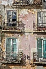Marodes Wohnhaus in der altstadt Lissabons