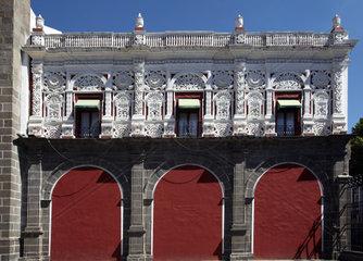 America  Mexico  Puebla state  Puebla city  Santo Domingo church  detail of the facade