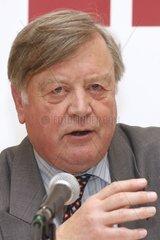 Kenneth Clarke  Lordkanzler und Justizminister von England bei einem Vortrag in der Dawien am 13.02.2012