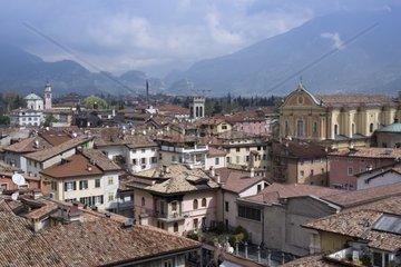 Ausblick vom Uhrturm Torre Apponale  im Hintergrund die Kirche Chiesa dell Inviolata  Riva del Garda  Region Trentino Alto Adige  Province Trient  Italien  Europa