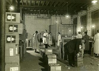 Lager mit Gluehbirnen  Philips  Belgien  1935