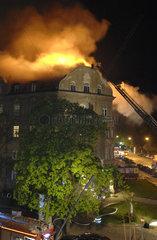 brennendes Haus  Feuerwehreinsatz  Muenchen