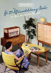 Frau im Wohnzimmer  hoert Radio  Grundig Werbung  1956