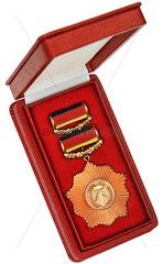 Vaterlaendischer Verdienstorden in Bronze  DDR  1954