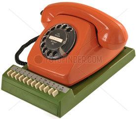 altes Posttelefon auf Adressverzeichnis  1974