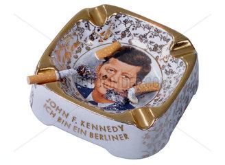 Aschenbecher mit Kennedy-Portraet  Souvenir