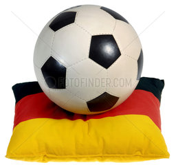 alter Fussball von 1970  Deutschlandfahne