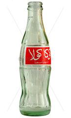 leere Coca Cola Flasche  Etikett auf arabisch
