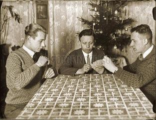 Maenner beim Kartenspiel  1929