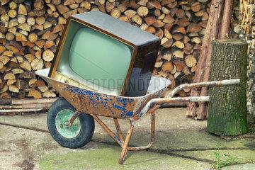 Fernseher wegwerfen