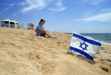 Strand am Mittelmeer  Israel  Flagge
