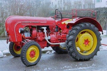 alter Traktor 50er Jahre