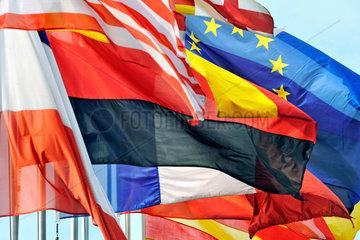 deutsche Fahne im europaeischen Fahnenmeer