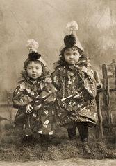 zwei Kinder  Faschingskostuem
