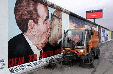 East Side Gallery  Stadtreinigung  Berliner Mauer
