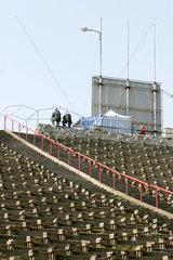 Auf dem Areal des sanierungsbeduerftigen Warschauer Fussballstadion Dziesieciolecia findet taeglich ein Polenmarkt statt.