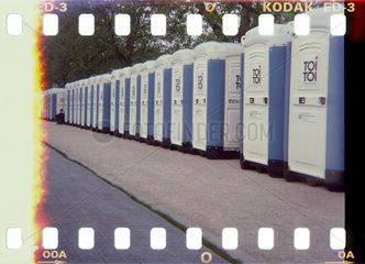 Stuttgart feiert Olympia - und schneidet unter fuenf Kandidaten als letzter ab. Wenigstens hatte die Stadt fuer ausreichend Toiletten gesorgt.