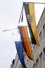Trauerbeflaggung in Stuttgart fuer die Opfer der Tsunami Flutkatastrophe in Suedasien.