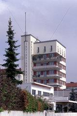 Am Rande der Weissenhofsiedlung in Stuttgart -Sitz der IG Metall Bezirksverwaltung am Hoelzelweg.