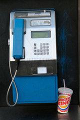 Burger King rest imbiss neben eine Munzentelefon in Neukoelln