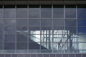Treppe hinter Glas