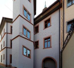 Stark betroffen durch die Risse ist das historische Rathaus - Rueckansicht zur Rathausgasse.