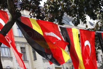Deutsche und Tuerkische Fahne in Berlin