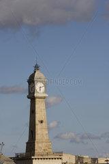 Uhrturm im Hafen von Barcelona