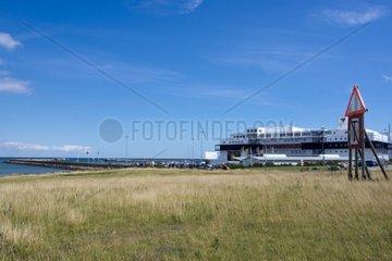 Blick auf den Faehrhafen von Puttgarden  Insel Fehmarn  Ostsee  Kreis Ostholstein  Schleswig-Holstein  Deutschland  Europa
