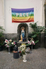 Friedensfahne in Neapel