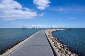 Blick auf die Hafenmole von Puttgarden  Insel Fehmarn  Ostsee  Kreis Ostholstein  Schleswig-Holstein  Deutschland  Europa
