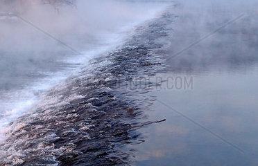 Wehr im Nebel