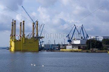 Offshore Plattform Borwin Beta im Hafen von Warnemuende  Hansestadt Rostock  Ostsee  Mecklenburg-Vorpommern  Deutschland Europa