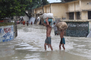 People searching shelter during flood in Sirajganj