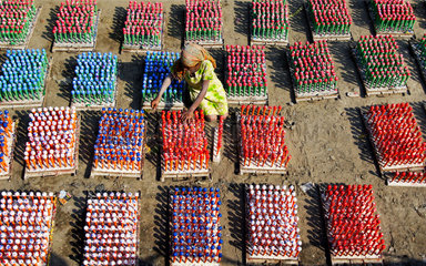 A child works at balloon factory