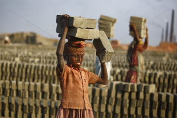 Child workers carrying bricks