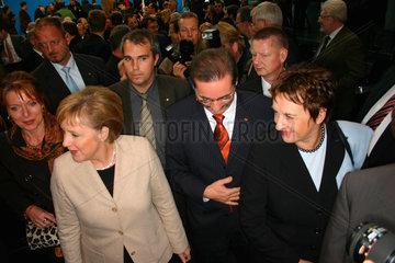 Angela Merkel und Matthias Platzeck nach dem Koalitionsvertrag Unterschreibung