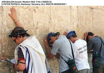 Jerusalem - Orthodoxe Juden betend an der Klagemauer