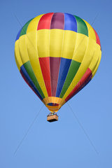farbenfroher Heissluftballon