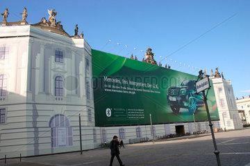 Mercedes Fassadenwerbung