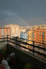 Regenbogen un Hagelschauer in Rom