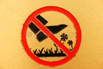 Blumenzertretenverbot