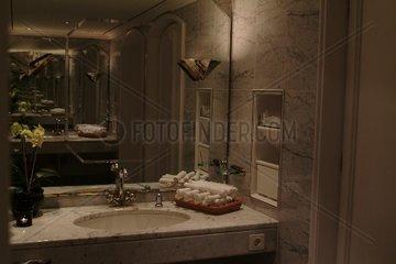 Herrentoilette im Hotel Vier Jahreszeiten Hamburg